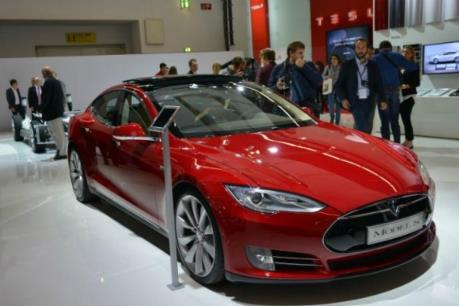 """Tesla trình làng xe điện """"át chủ bài"""""""