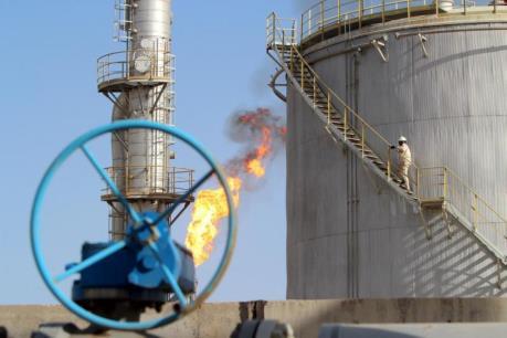 Giá dầu ngày 4/4 giảm trên thị trường châu Á