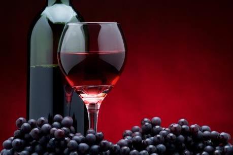 Hợp chất trong rượu vang đỏ giúp bảo vệ tim mạch