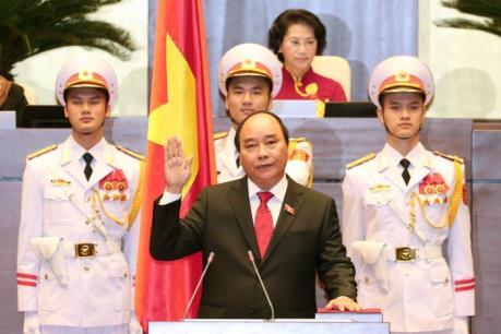 Thủ tướng Chính phủ Nguyễn Xuân Phúc trả lời báo chí