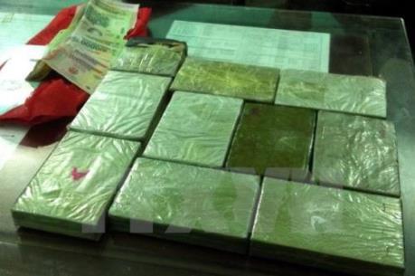 Sang Campuchia đánh bài, vận chuyển 4 bánh heroin về Việt Nam thì bị bắt giữ