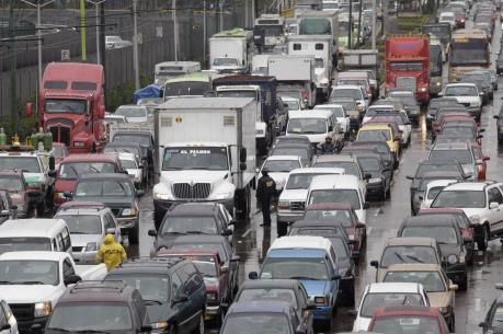 Mexico giảm lưu thông xe cộ để đối phó ô nhiễm