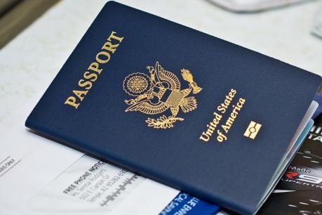 Công dân Mỹ và Canada có thể phải xin thị thực nhập cảnh vào EU