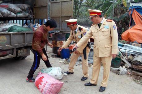 Thanh Hóa bắt giữ xe vận chuyển gần 8 tấn mỡ động không giấy tờ hợp pháp