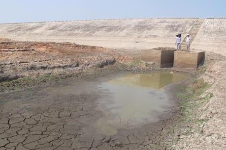 Biến đổi khí hậu: Hồ chứa thủy lợi, thủy điện đều kiệt quệ nguồn nước