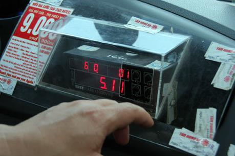 Cần thiết hay không việc lắp đồng hồ in hoá đơn trên taxi?