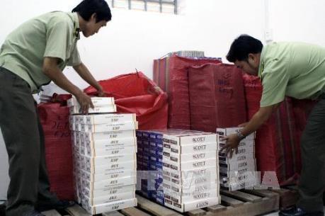 Bắt quả tang ôtô vận chuyển hơn 2.400 bao thuốc lá nhập lậu