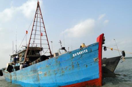 Bắt tàu chở dầu lậu trên vùng biển Sóc Trăng