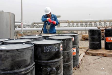Giá dầu châu Á ngày 14/4 đi xuống theo sau báo cáo dự trữ dầu thô của Mỹ