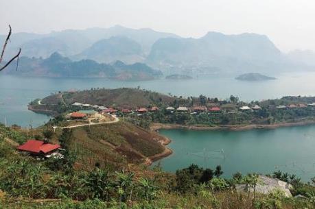Hỗ trợ dự án di dân, tái định cư thủy điện Sơn La