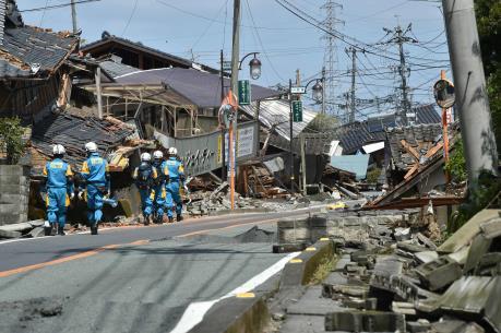 Động đất tại Nhật Bản: Lực lượng cứu hộ chạy đua với thời gian tìm kiếm các nạn nhân