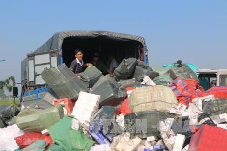 Truy đuổi 50km bắt ô tô chở 11.000 gói thuốc lá lậu