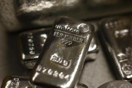 """Giá bạc chạm đỉnh của 10 tháng, thị trường vàng """"ăn theo"""""""
