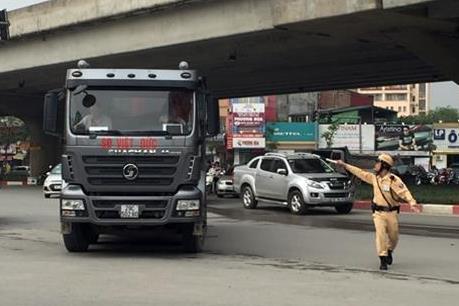 Hà Nội quyết liệt xử lý xe tải trọng lớn đi vào giờ cấm, đường cấm