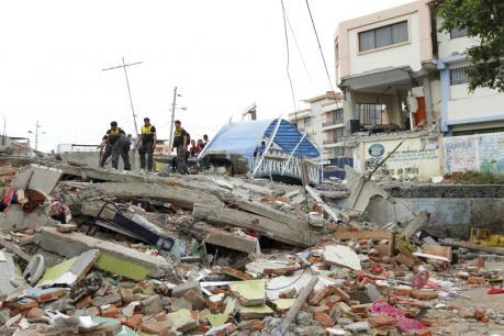 """Động đất """"bồi thêm"""" khó khăn cho kinh tế Ecuador"""