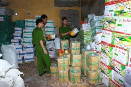Phát hiện hàng trăm kg thực phẩm không rõ nguồn gốc