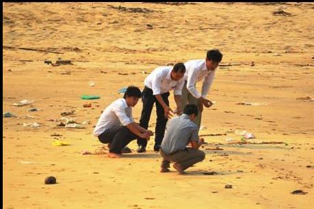 Kiểm tra, lấy mẫu để xác định nguyên nhân cá chết bất thường ở vùng biển Quảng Bình