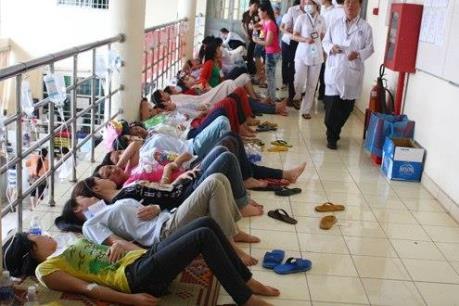 Hơn 300 công nhân ở Bình Phước bị ngộ độc thực phẩm phải cấp cứu