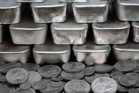 Bạc trở thành điểm sáng trên thị trường kim loại quý