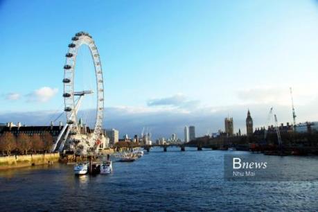 Chiều yên bình bên sông Thames