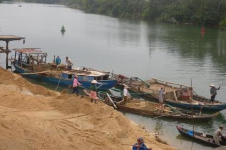Báo động về nạn khai thác đất bãi và cát sông trái phép ở Thanh Hà-Hải Dương