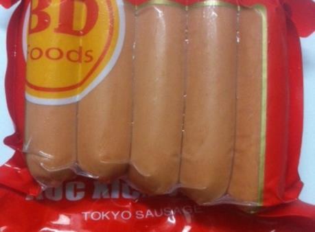 Phát hiện hàng trăm gói xúc xích vi phạm về sử dụng chất phụ gia