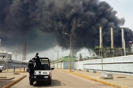Nổ nhà máy hóa dầu ở Mexico: Phát hiện thêm 4 thi thể nạn nhân