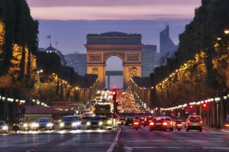 Cấm ô tô lưu thông trên Đại lộ Champs-Elysees
