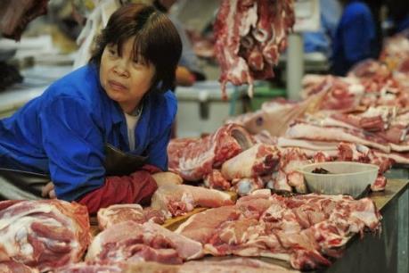 Giám sát chặt chẽ việc buôn bán gia súc tại chợ Phùng Khoang