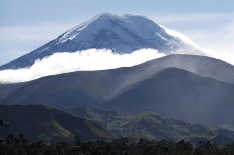 Đỉnh núi lửa ở Ecuador là điểm cao nhất tính từ tâm Trái đất