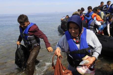 Khủng hoảng di cư: EC phạt nặng các nước không nhận phân bổ người tị nạn