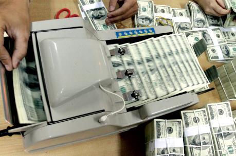 Sẽ xử lý nghiêm vi phạm lách trần lãi suất tiền gửi bằng USD