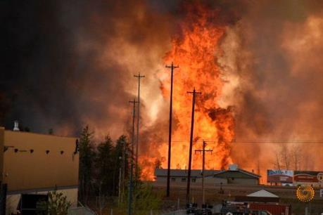 """Ngành dầu mỏ Canada điêu đứng vì """"giặc lửa"""""""
