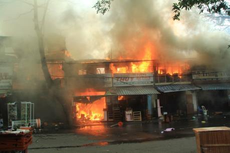 Hà Nội: Cháy lớn tại phố Thái Hà, một người đàn ông bị thương