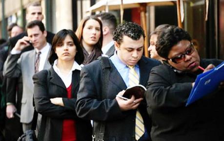 Xin trợ cấp thất nghiệp ở Mỹ tăng mạnh nhất hơn 1 năm qua