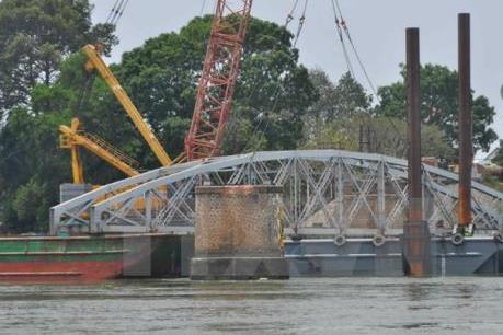 Đảm bảo an toàn tuyệt đối tàu thuyền qua khu vực thi công cầu Ghềnh