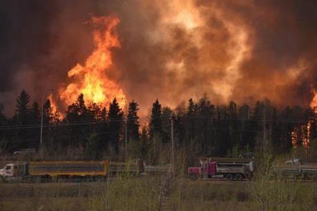 Cháy rừng tại Canada: Đoàn xe sơ tán bị mắc kẹt trong đám cháy