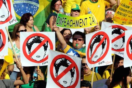 """Brazil đối mặt với khủng hoảng """"kép"""" về kinh tế và chính trị"""