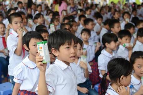 Vinamilk và Quỹ sữa Vươn cao Việt Nam trao tặng sữa cho 40.000 trẻ em