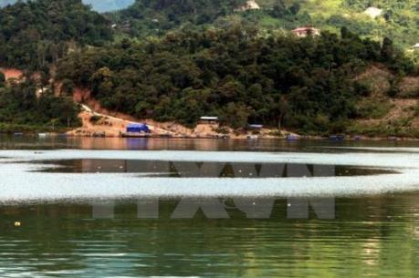 Vớt được thi thể 2 nạn nhân bị đắm thuyền trên hồ Sông Đà