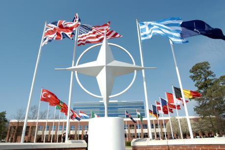 Chi tiêu quốc phòng của các nước NATO giảm