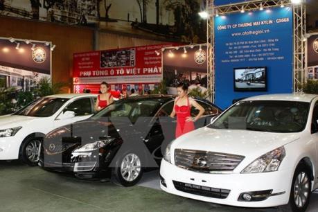 Doanh số bán ô tô tăng hơn 40% trong tháng 4