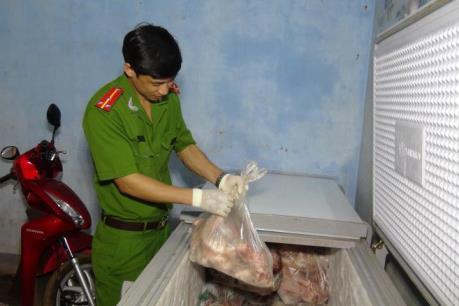 Bắt giữ hơn 400 kg thịt động vật không rõ nguồn gốc