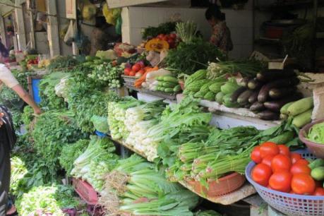 Giá thịt lợn tăng, rau xanh lại giảm