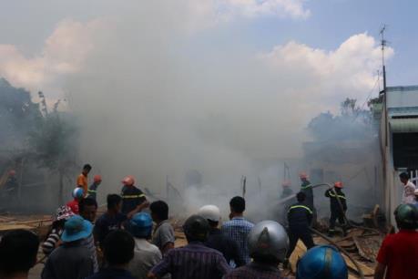 Cháy bãi chứa rộng hơn 500m2 của Công ty CP gang thép Vạn Lợi