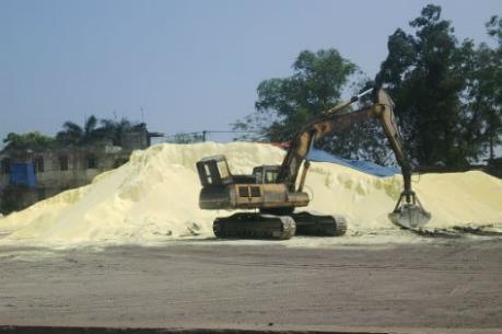Việt Trì: Buông lỏng quản lý vận chuyển lưu huỳnh gây ô nhiễm