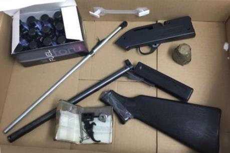 Phát hiện súng, đạn giấu trong lô hàng quà biếu nhập khẩu