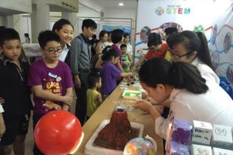 """Ngày hội STEM 2016 với chủ đề """"Cỗ máy thời gian"""""""