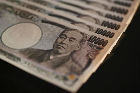 """Ngành ô tô Nhật Bản """"đau đầu"""" đối phó với đồng yen tăng giá"""