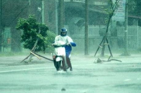 Các vùng biển có mưa dông mạnh, đề phòng nguy cơ lốc xoáy và gió giật mạnh
